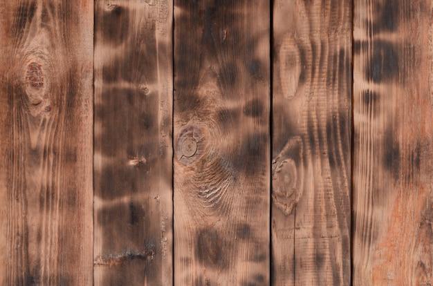 La texture du mur en bois brûlé.
