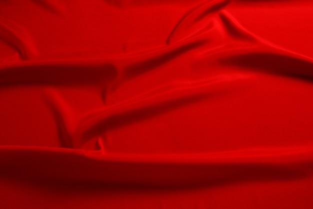La texture du tissu de luxe en soie rouge ou en satin peut être utilisée comme arrière-plan abstrait. vue de dessus.