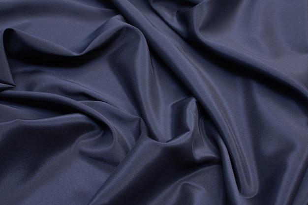 La texture du tissu synthétique est bleu foncé.