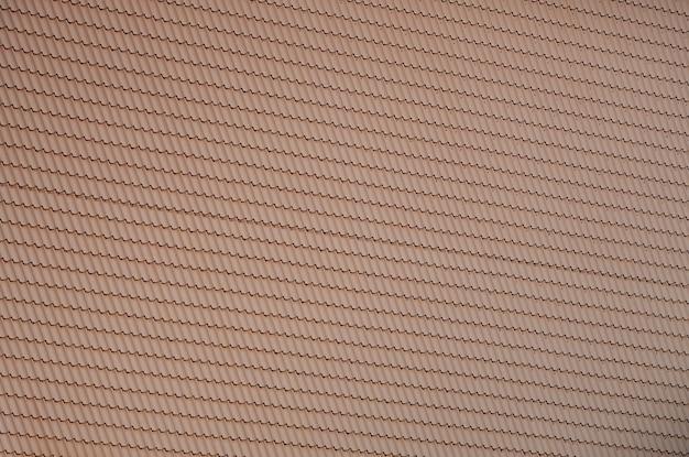 La texture du toit en métal peint. vue détaillée détaillée de la couverture de toit pour toit en pente.