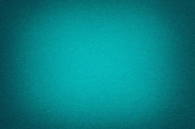 Texture du vieux fond de papier turquoise foncé, agrandi. structure en carton émeraude dense.