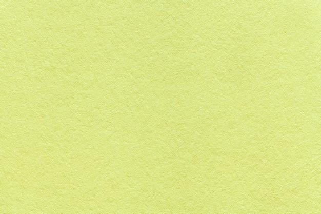 Texture du vieux fond de papier vert clair, agrandi. structure en carton d'olive dense