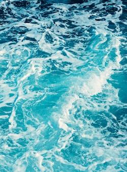 La texture de l'eau de mer turquoise