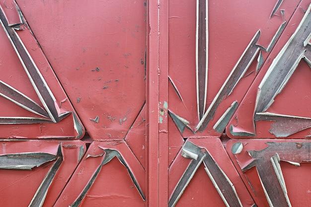 La texture est métallique. contexte industriel d'un vieux métal rouillé. fond en métal texturé avec des fissures de rouille.