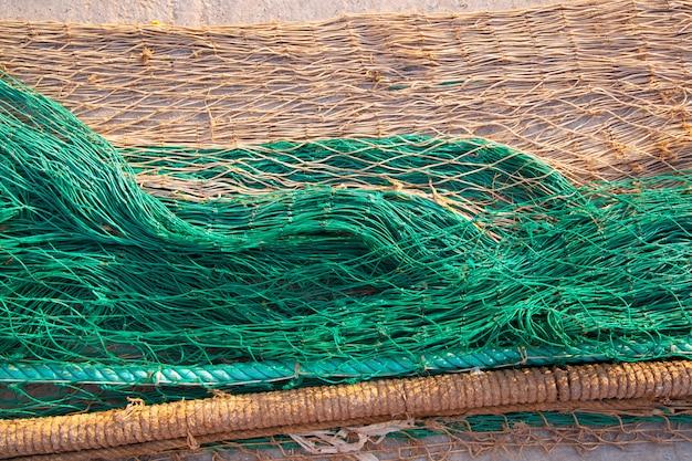La texture des filets de pêche sur le sol