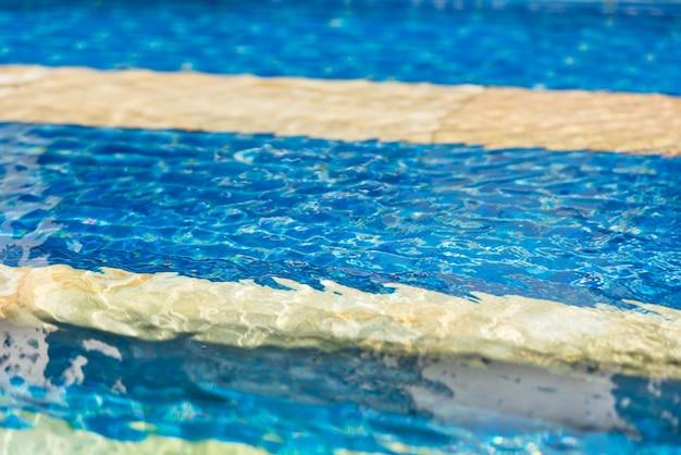 Texture de flou d'eau de piscine transparente claire