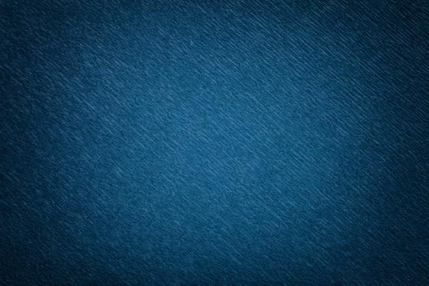 Texture de fond bleu marine de papier ondulé ondulé, gros plan.