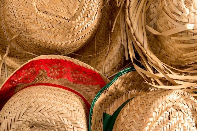 Texture de fond de chapeau de paille. typique de la festa junina.