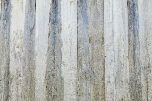 Texture de fond du vieux mur de planches de revêtement en bois peint en blanc