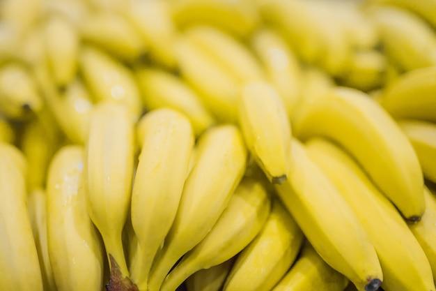 Texture de fond jaune ensoleillé frais banane claire.