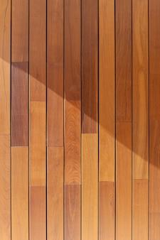 Texture de fond de lambris en bois. ipé teck bois tropical sur façade de bâtiment