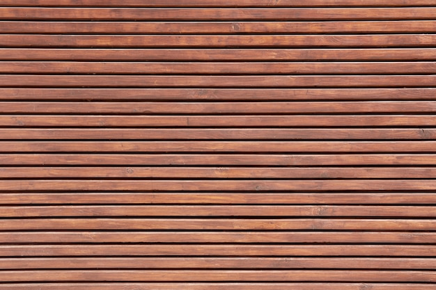 Texture de fond de lambris en bois. planche de bois décorative horizontale sur la façade du bâtiment