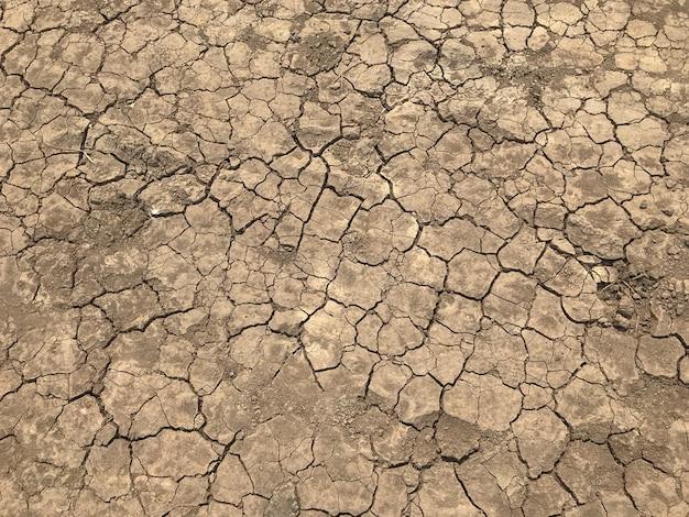 Texture de fond de saleté sèche de fissure jaune et pneu