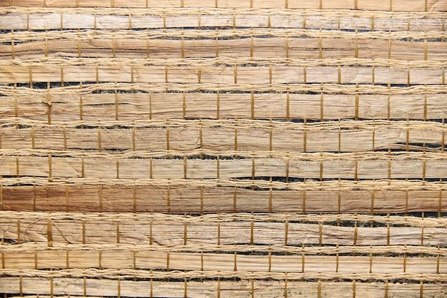Texture de fond d'une serviette en bambou avec des cordes.