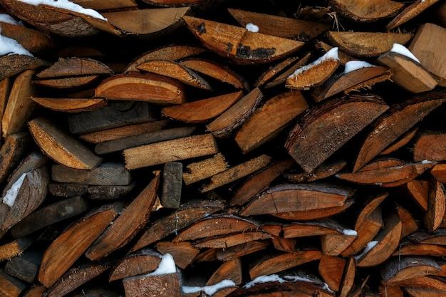 La texture de la forêt de conifères est pliée, l'abattage des arbres, le bois de chauffage.