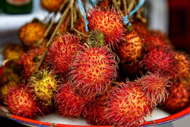 Texture de fruits tropicaux de ramboutan. bali, indonésie