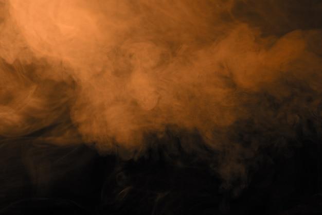 Texture fumée orange sur fond noir