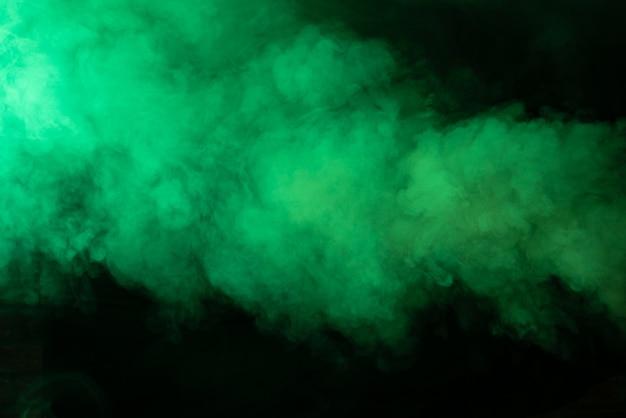 Texture de fumée verte sur fond noir