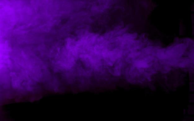 Texture de fumée violette sur fond noir