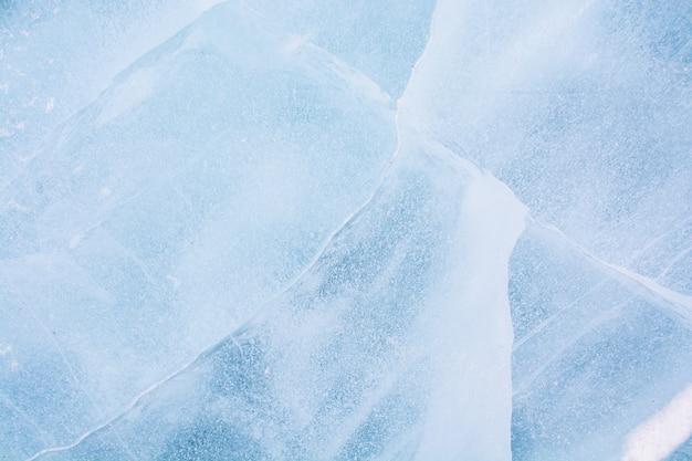 Texture de la glace dans le lac gelé au lac bikal, russie