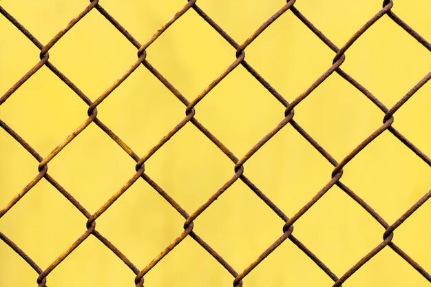 Texture jaune avec maille rouillée