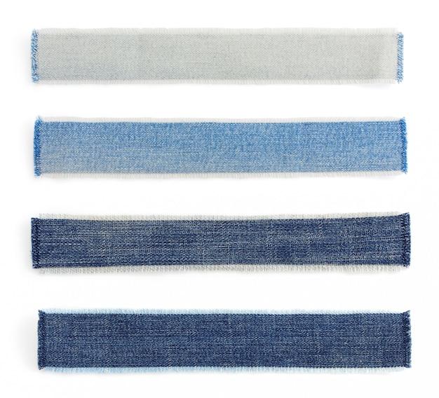 Texture de jeans bleu sur fond blanc