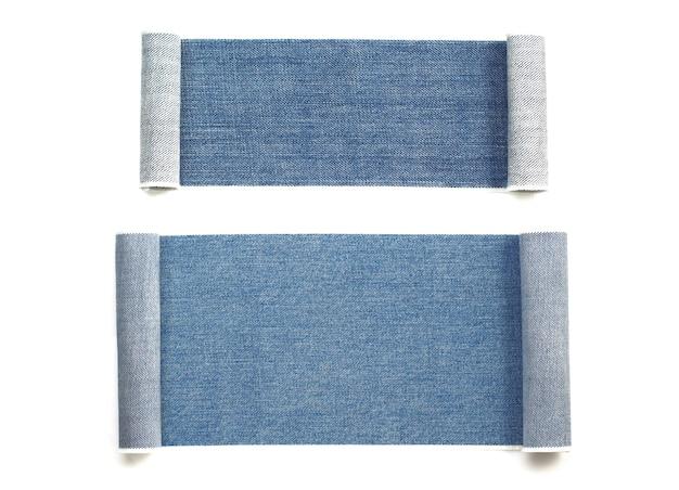 Texture de jeans bleu isolé sur fond blanc