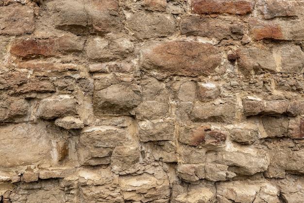 La texture de la maçonnerie de vieille pierre blanche de diverses formes avec des coutures