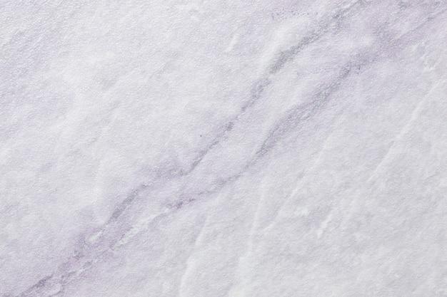 Texture de marbre blanc avec des lignes de motif gris clair, macro.