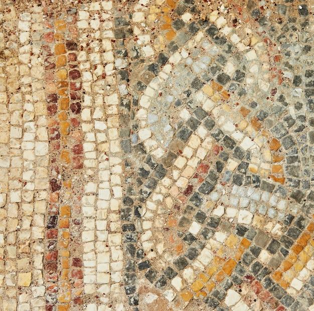 La texture de la mosaïque des sols doublés des thermes du palais d'hérode dans le parc national de césarée primorskaya.