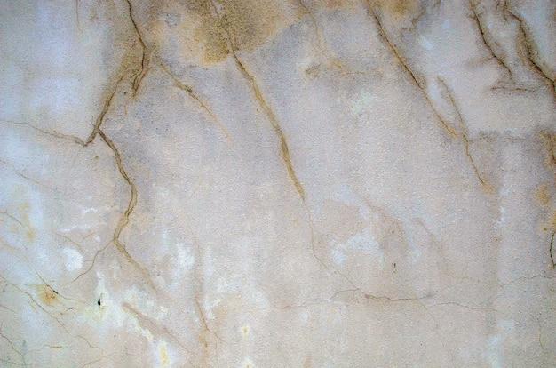 Texture de mur ancien vide. façade d'un immeuble avec plâtre endommagé. bannière web abstraite. espace de copie.