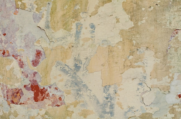 Texture d'un mur de ciment gris avec des fissures et des trous