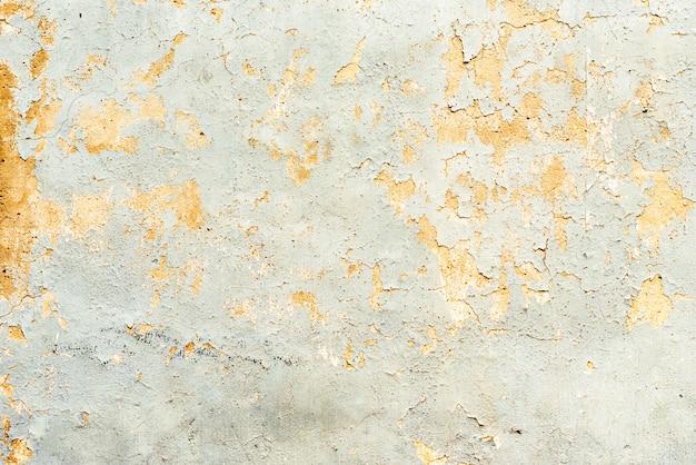 Texture, mur, fond de béton. fragment de mur avec rayures et fissures