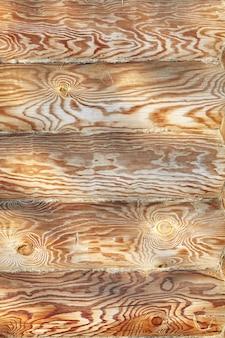 Texture de mur jaune maison en bois rond, motif de surface naturelle