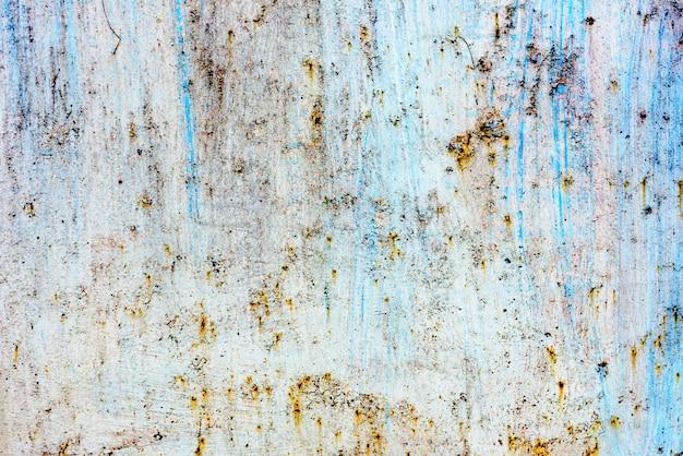 Texture d'un mur métallique avec des fissures et des rayures