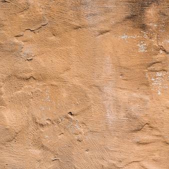 Texture de mur peint brun avec des fissures