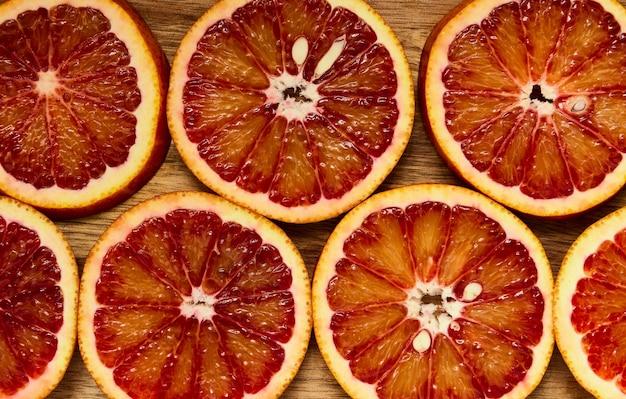 Texture orange juteuse rouge en rondelles, macro