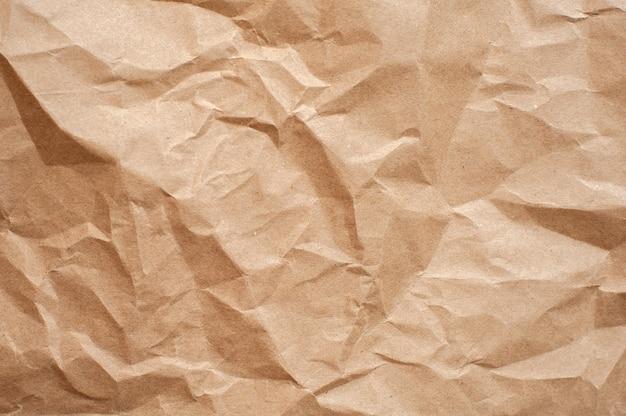 Texture de papier brun froissé. fond marron