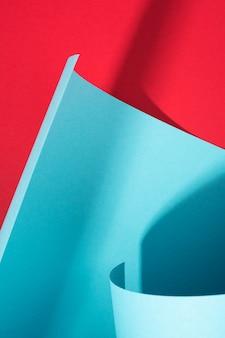 Texture de papier courbe, fond d'art. toile de fond géométrique abstraite. conception de couleurs et d'ombres rouges et bleues.