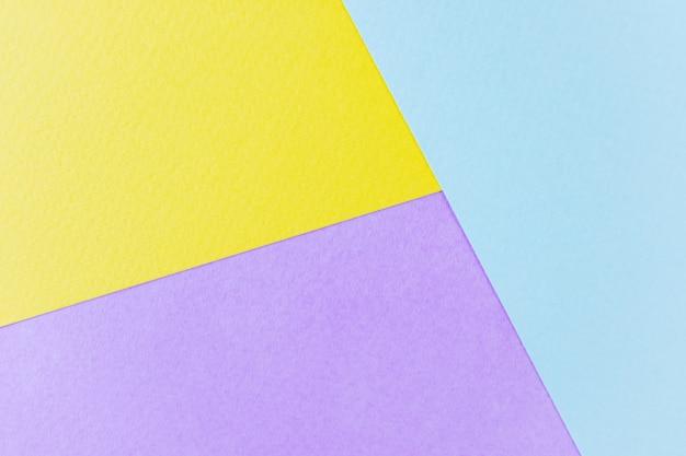 Texture papier jaune, lilas et bleu.