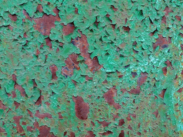 La texture de la peinture verte fissurée.