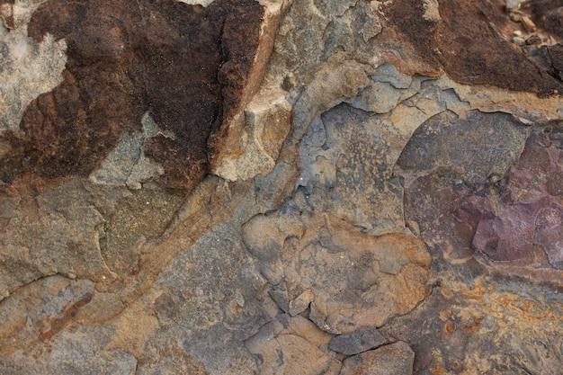Texture de pierre brune avec abstraction d'inclusions de gros plan de sable