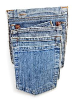 Texture de poche bleu jeans sur fond blanc