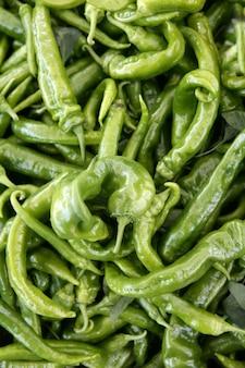 Texture de poivron vert sur le marché