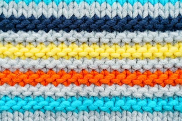 Texture de pull en tricot coloré à rayures