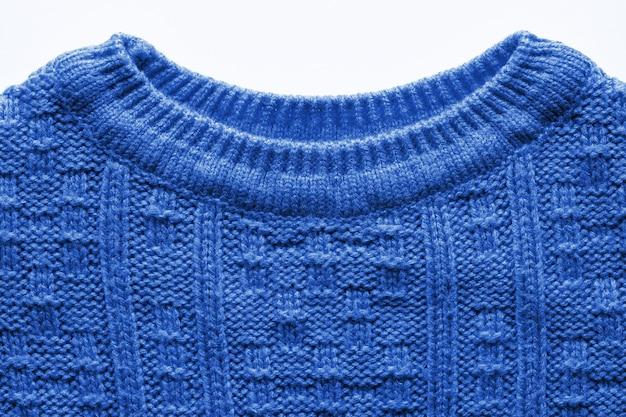 La texture d'un pull en tricot isolé