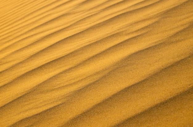 Texture de sable dans le désert d'or