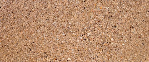 Texture de sable de plage un jour d'été. vue de dessus, mise à plat. bannière.