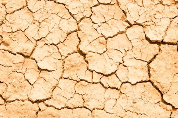 Texture de sol sec et craquelé de terre ou de terre pendant la sécheresse.