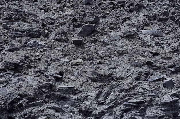 La texture de la surface en pierre de la montagne avec des minéraux dans des couleurs monochromes de noir et de gris. fond de concept, texture